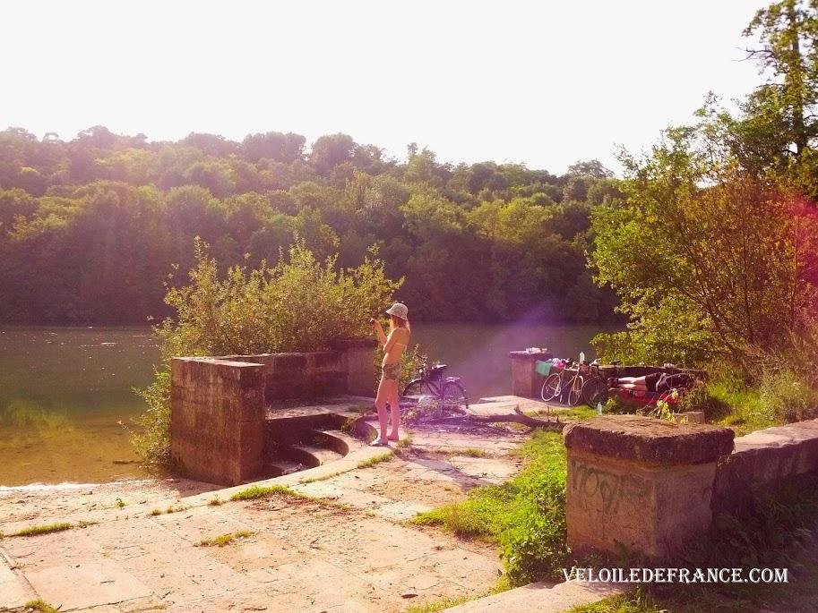 Le débarcadère de l'Espace Naturel Sensible de Livry - e-guide circuit balade à vélo de Bois le Roi vers Vaux-le-Vicomte par veloiledefrance.com