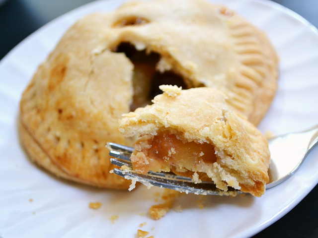 apple cranberry hand pies