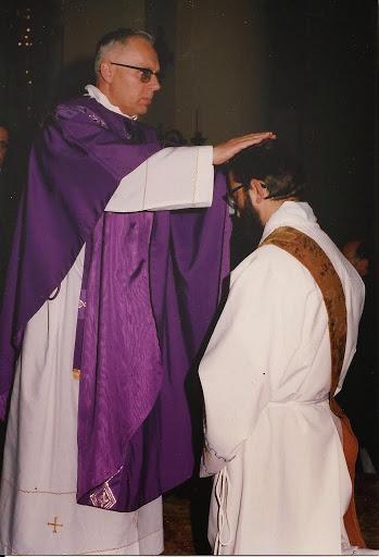 Mons. Bruno Gumiero impone le mani sul capo di don Sergio