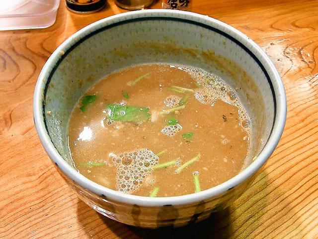 スープ割りは三つ葉も入れてもらえます