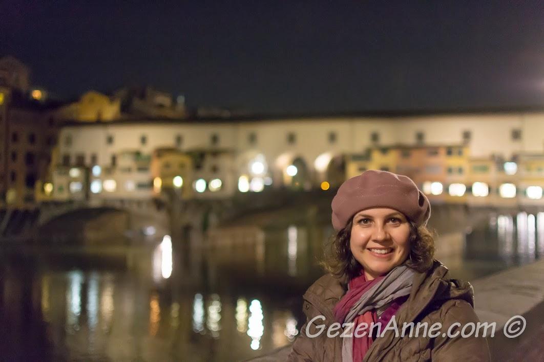 gece Arno nehri kıyısında, Floransa