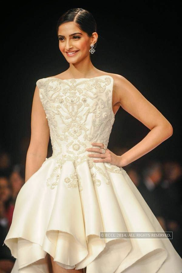 Bollywood actress Sonam Kapoor walks the ramp for Nazraana by Rio Tinto on Day 3 of India International Jewellery Week (IIJW), 2014, held at Grand Hyatt, in Mumbai.<br /> <br />