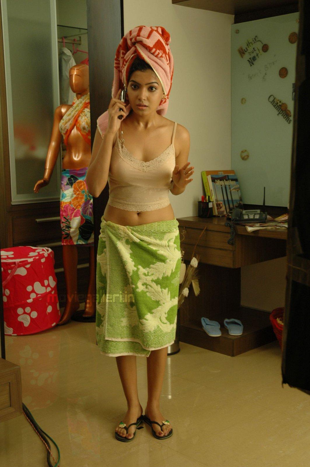 funtrublog: tamil actress samantha hot in bath towel stills