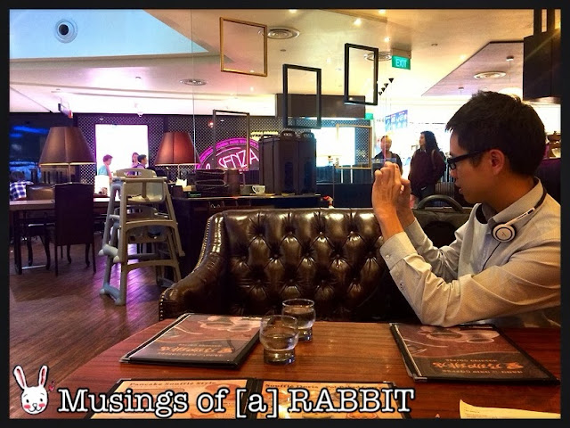 Alvin snapping photos @ Hoshino Coffee 星乃珈琲店 @ Plaza Singapura