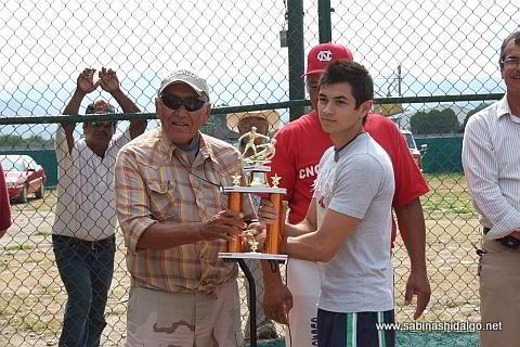 Entrega del trofeo al campeón robador