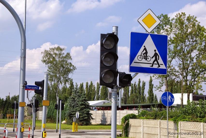 Wielkość znaków informujacych o pierwszeństwie na skrzyżowaniu jest dobra dla ulic osiedlowych a nie trasy przelotowej.