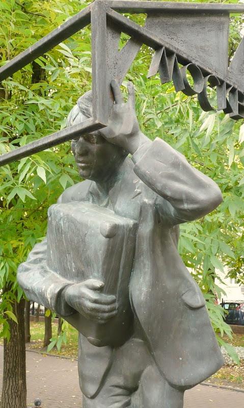 Памятник с сердцем Савеловская Мемориальный комплекс из малинового кварцита и гранитов Печора