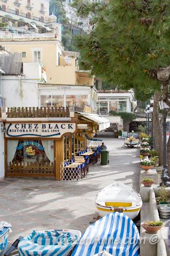 Positano sahilindeki restoranlar