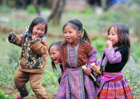 moc chau pys travel005 Tiếng nhạc trên trang phục người Mông ở Mộc Châu