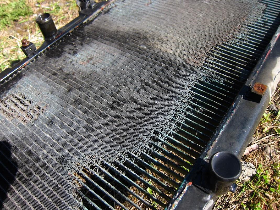 ´97 E10 HB project from Estonia 20150503_corolla_radiator_removal_04