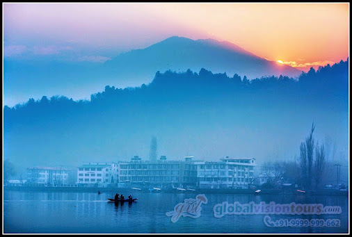 Warm and Misty Sunset at Srinagar.  Enjoy a your warm and pleasant stay of #KashmirTourPackage and experience...