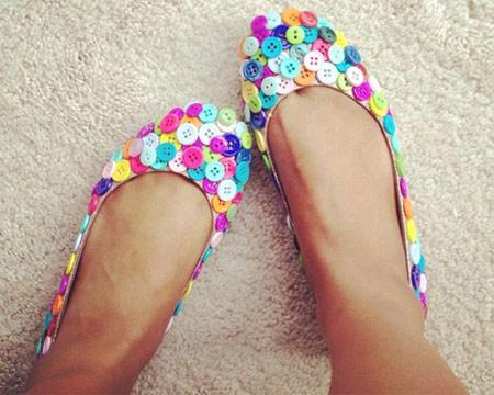 Inspiração: botões coloridos na sapatilha
