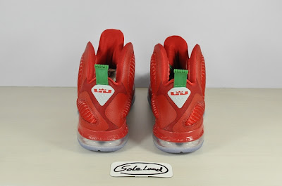 nike lebron 9 gr christmas 2 10 Detailed Look at Nike LeBron 9 Christmas