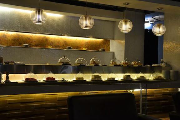 バンコクのCIPラウンジのサンドイッチと軽食類テーブル