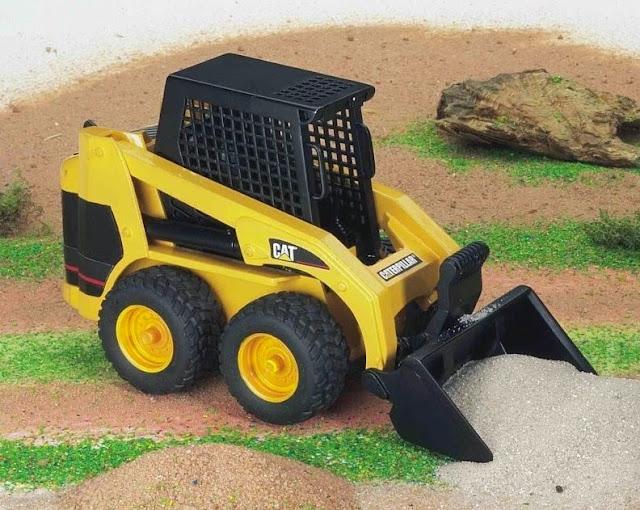 Mô hình Xe xúc loại nhỏ Caterpillar Skid Steer Loader có thể chơi trong nhà hoặc ngoài trời