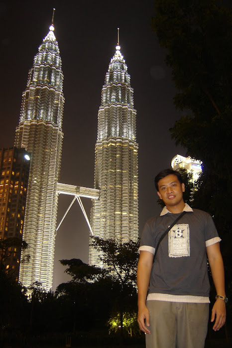 PauTravels at the Petronas Towers at night