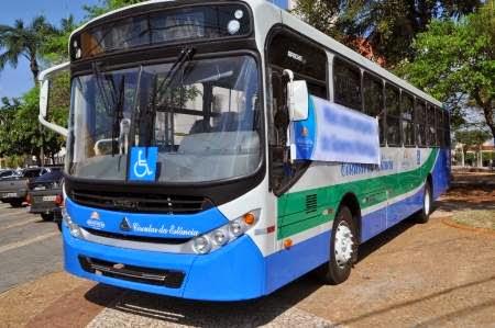 Prefeitura adquire ônibus para transporte público.