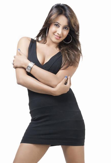 Hot VIDEOS: Mallu Beauty Sanjana hot and sexy photoshoot