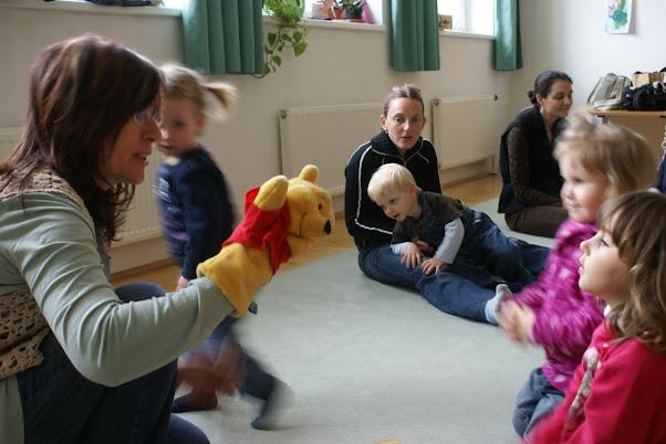 Eltern und Kinder beim Musikgarten in der Musikschule Deutsch-Wagram