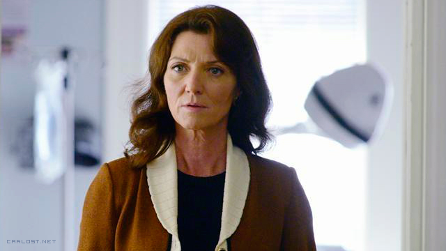 Michelle Fairley en Resurrection 2x02 Echoes
