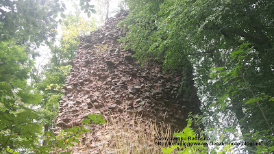 Ruiny zamku Radosno, Góry Suche i Góry Kamienne