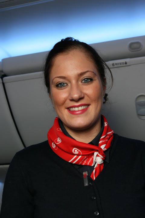 Sängerin aus den eigenen Reihen - Eine Flugbegleiterin singt den Air Berlin Weihnachtssong