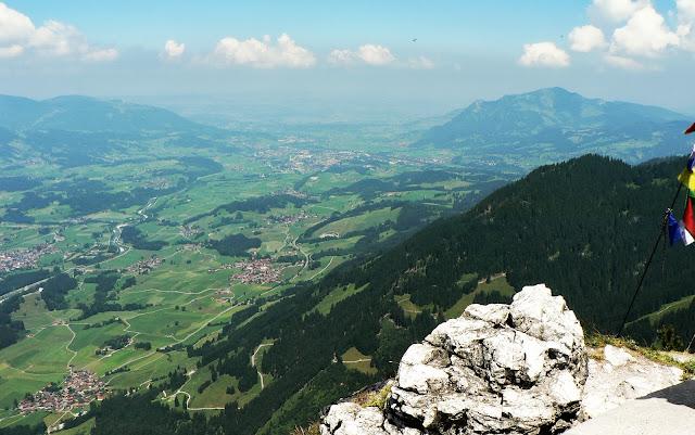 Blick vom Rubihorn ins Illertal bis Sonthofen und Grünten Oberstdorf Allgäu