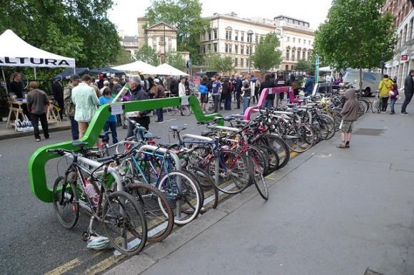 велопаркинг за 10 колела на мястото на една кола