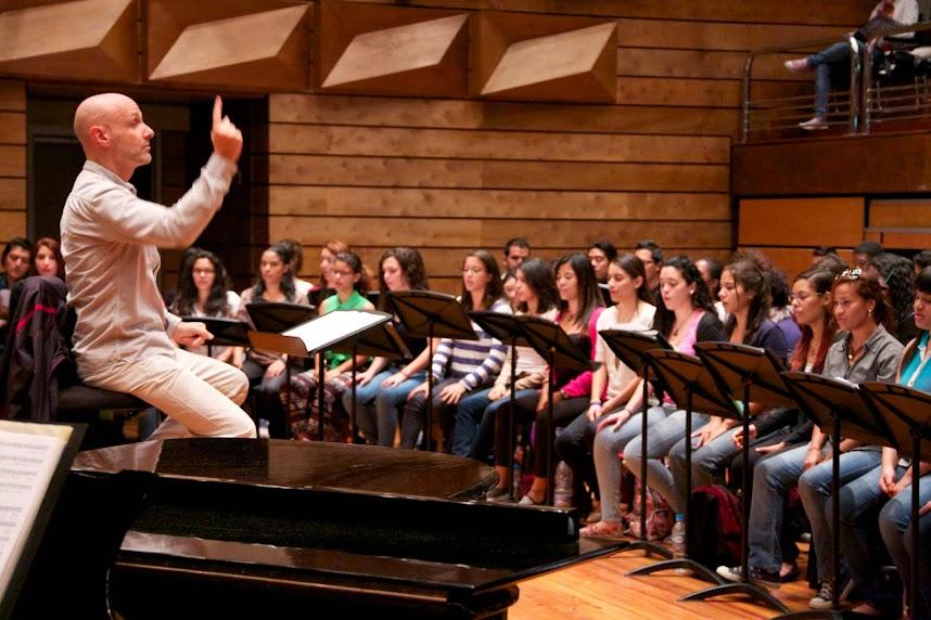 El taller cierra con la Coral Nacional Juvenil Simón Bolívar, con un repertorio de compositores europeos que incluye una misa brevis escrita por el propio maestro Vila