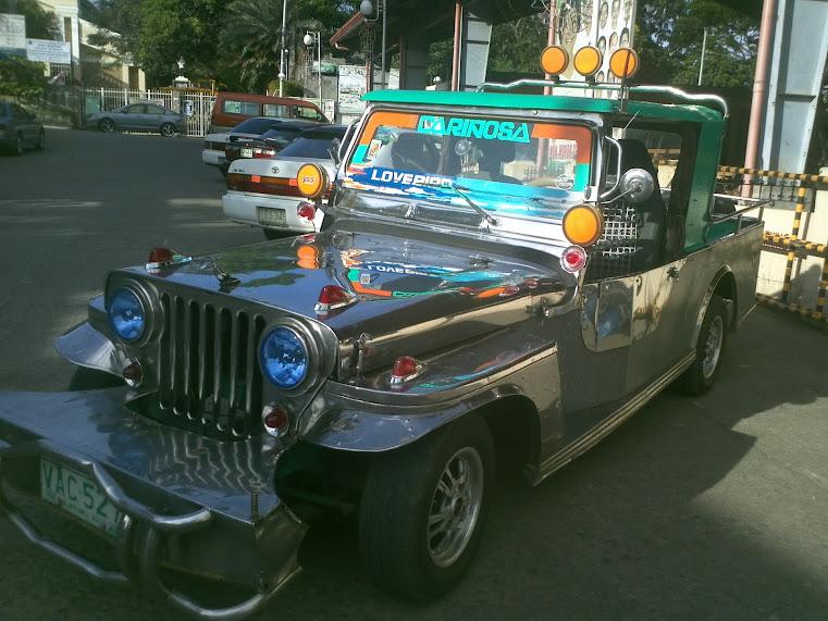 Tur til London og Filippinene: En flott dekorert jeepney-bil.