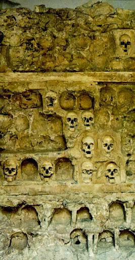 viaje a Serbia para visitar torre construida con cráneos