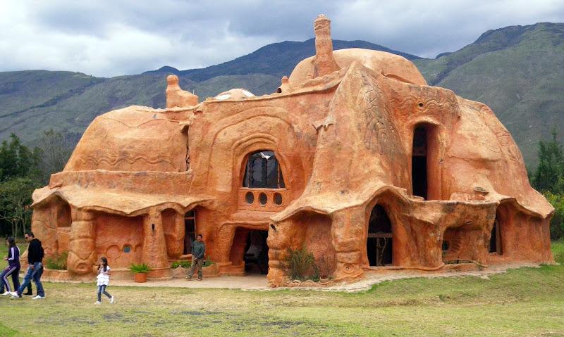 ceramic house colombia edifici strani