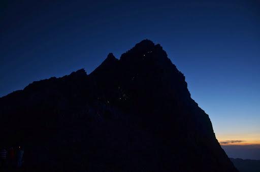 日の出前の槍ヶ岳