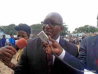 Le ministre des Sports, Sama Lukonde Kienge, lors de la cérémonie du lancement des travaux de construction du stade municipal de Bandalungwa à Kinshasa, 12 décembre 2014. Ph. Radio Okapi/Nana Mbala