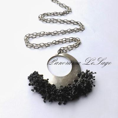 wisior szydełkowy rosa na podstawie metalowej wisior na łancuszku łańcuch Panorama LeSage koraliki Jablonex toho koraliki szklane srebrne