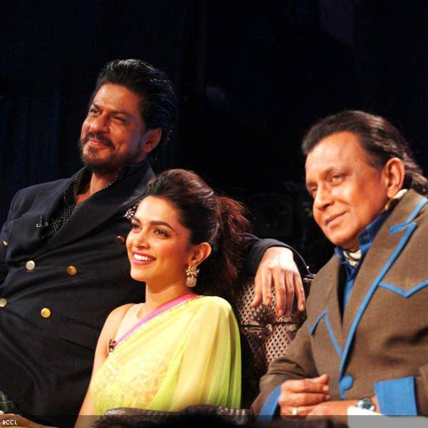 Shah Rukh Khan and Deepika Padukone with Grand Master Mithunda at the promotion of the movie Chennai Express, on the sets of dance reality show DID Super Moms, in Mumbai, on July 3, 2013. (Pic: Viral Bhayani)
