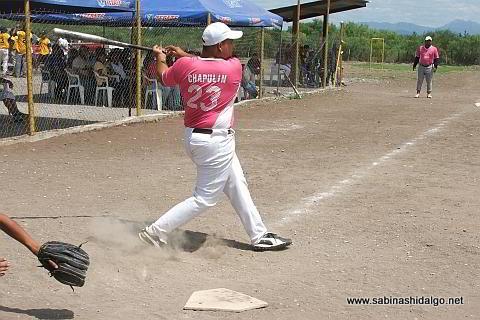 Sergio Facundo de Ex Amor SHH del softbol del Club Sertoma
