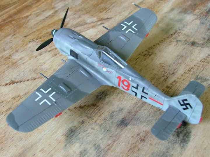 [Academy] Focke Wulf Fw-190A-8 DSCF3034