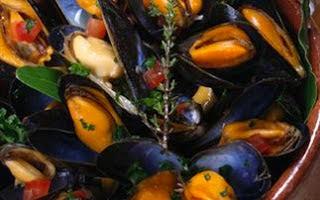 Μύδια με μυρωδικά,Mussels with herbs.