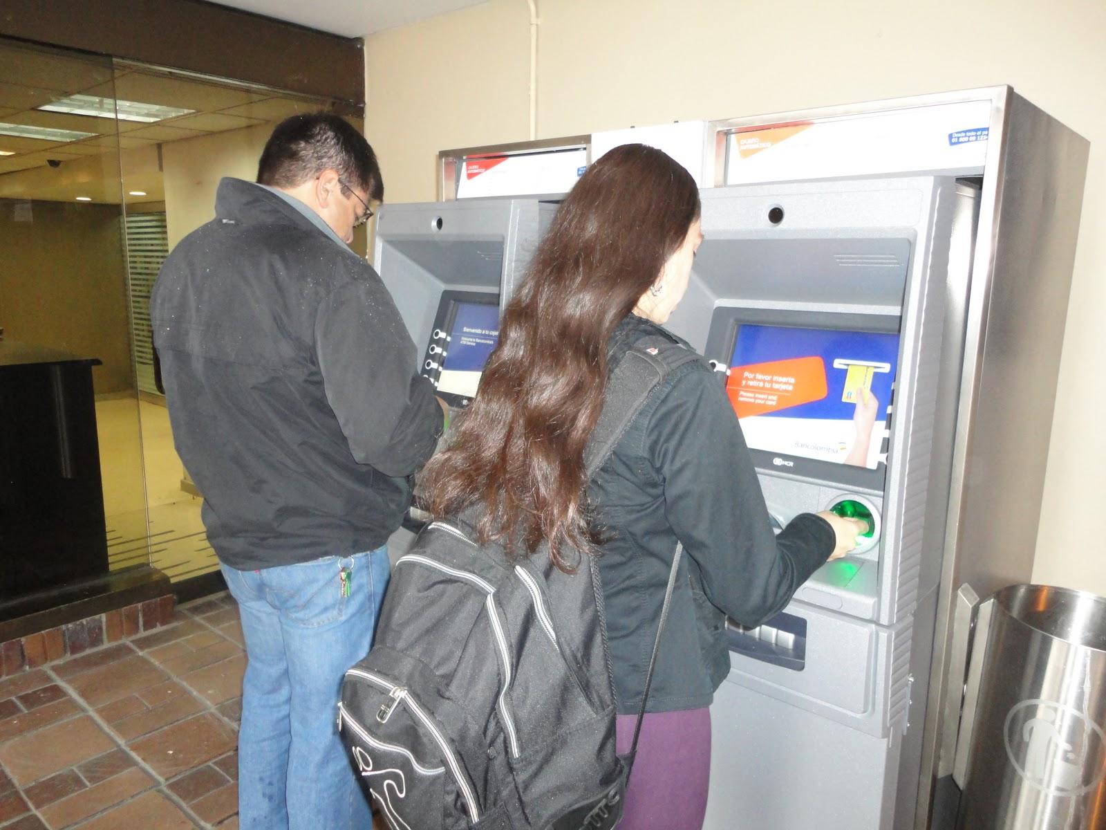 Duda retirar dinero en colombia for Dinero maximo cajero