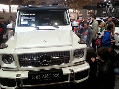 Na zdjęciu Mercedes z napędem na sześć kół