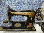 Es una Maquina de coser Singer de los