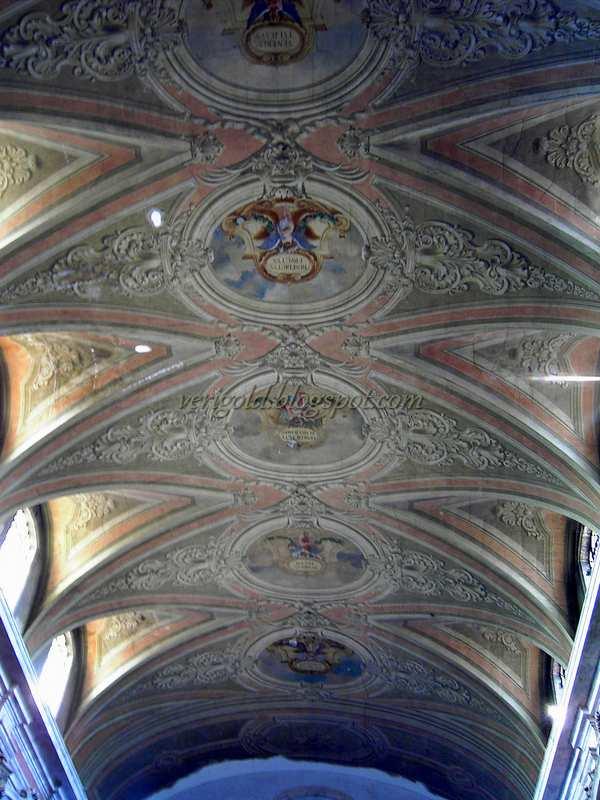 Церковь да Граса в Лиссабоне - внутри
