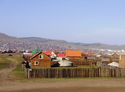 Юрточные поселения в Эрдэнэте, Монголия