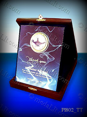 Printed plaques are yet another alternative for affordable plaques, they can accommodate colored pictures.