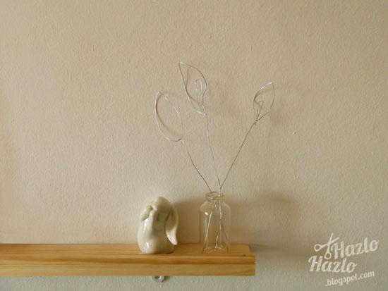 Decorar con flores de alambre.