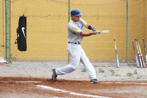 José Leza Montemayor de Tiburones en la Liga de Beisbol de Salinas Victoria