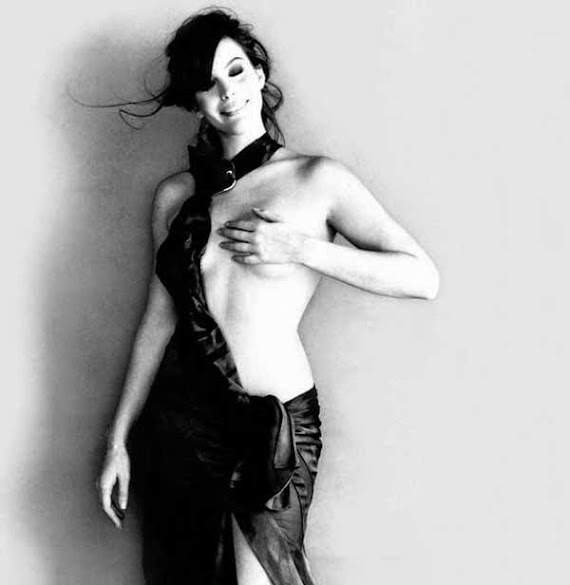 Liv Tyler, semidesnuda