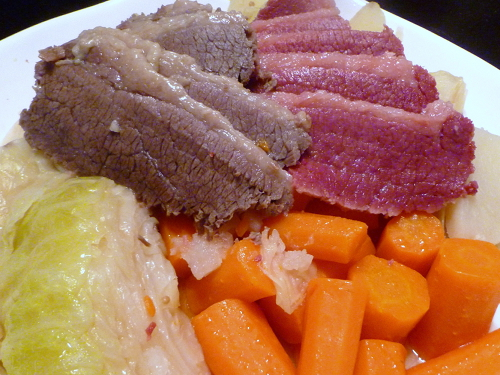 Cookistry: Corned Beef - what makes it pink?