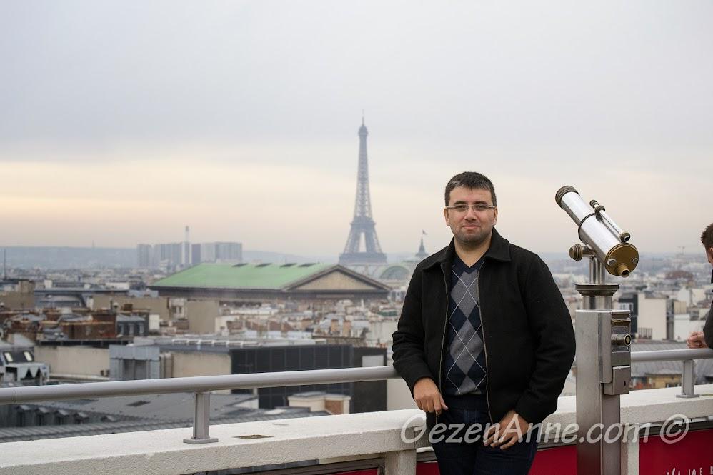 La Fayette'in çatısından Paris ve Eiffel Kulesi manzarası